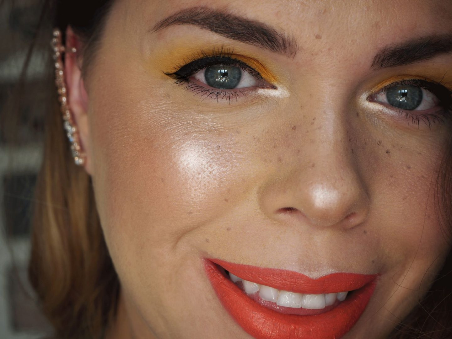 how to do faux freckles and glowing skin