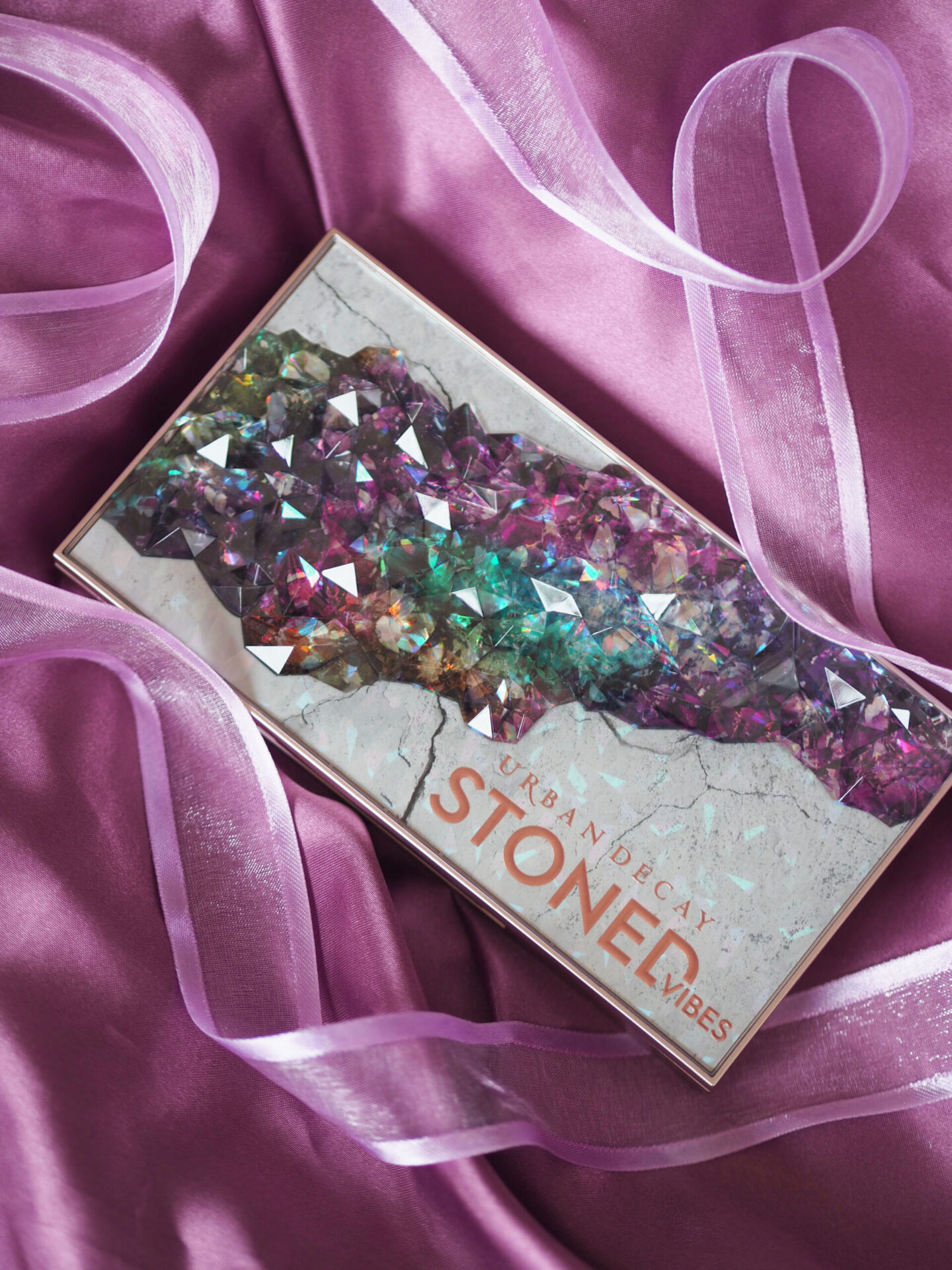 urban decay stoned vibes eyeshadow palette swatches review