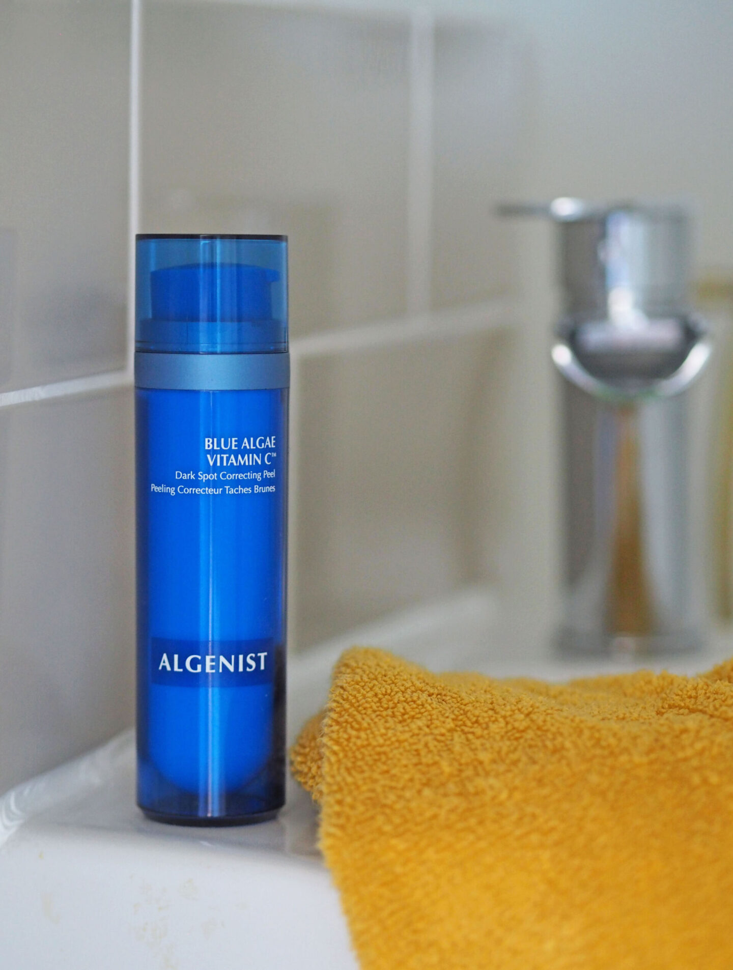 algenist blue algae vitamin c dark spot correcting peel