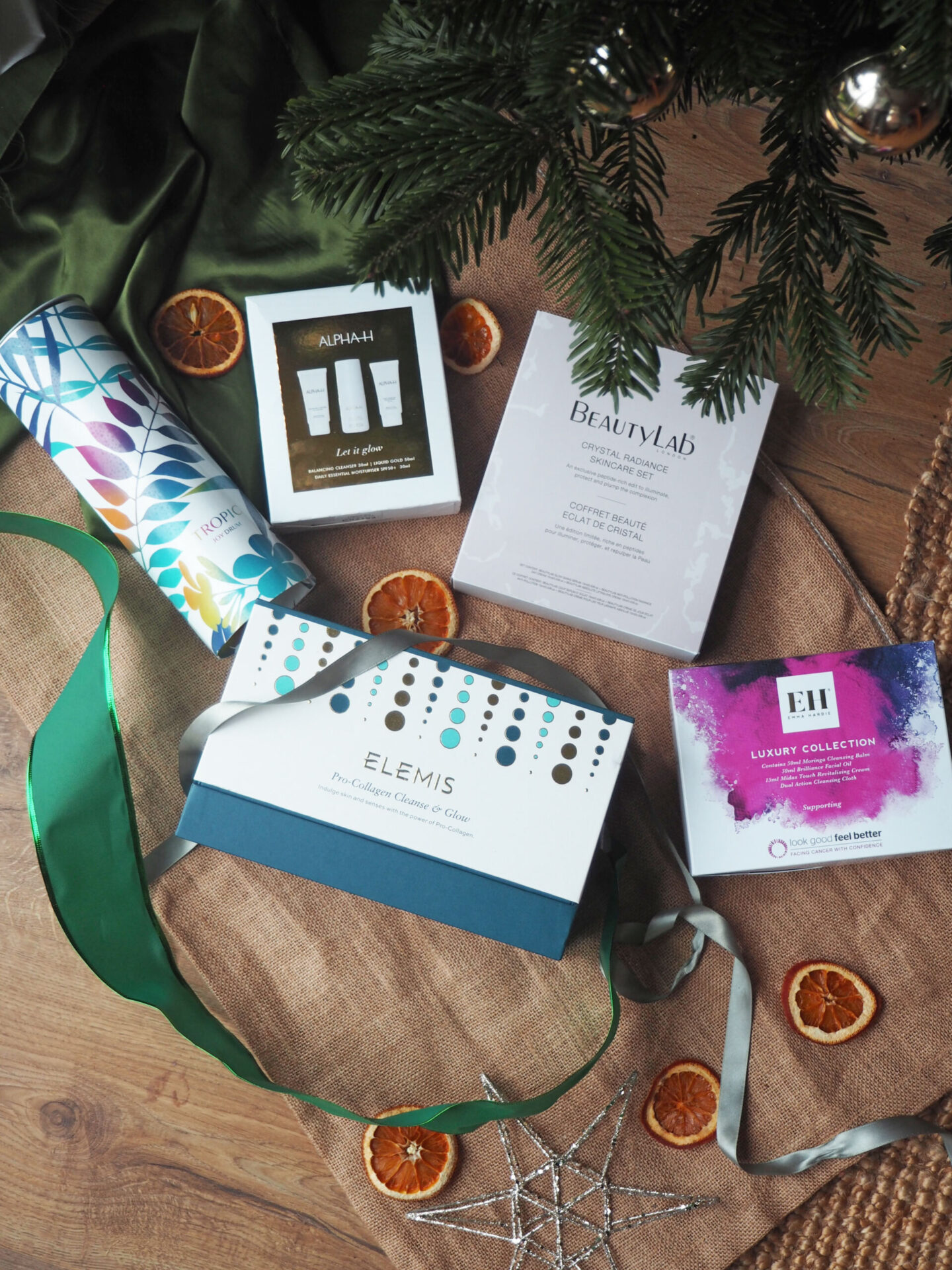 5 Of The Best Christmas Beauty Gift Sets For 2020 Laura Louise Makeup Beauty
