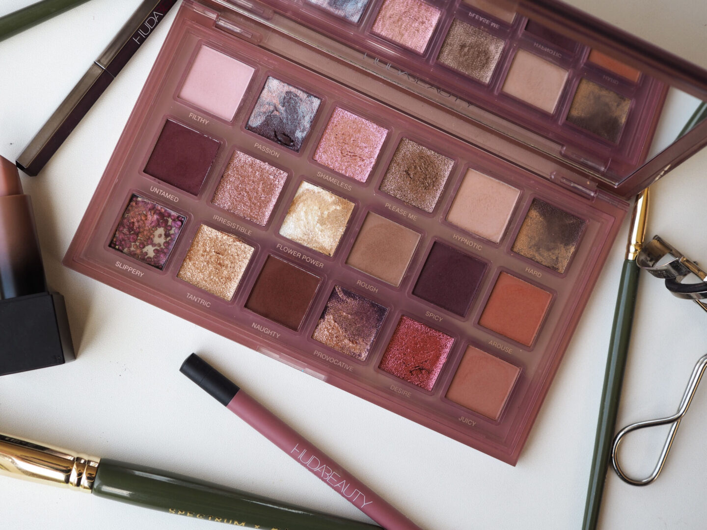huda naughty nude swatches and review